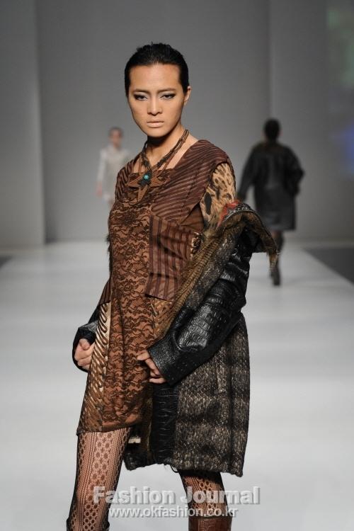 야수와 미녀를 주제로  진행된 IKA 패션쇼