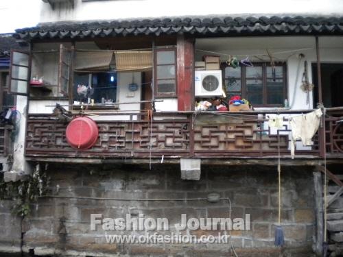 서민들의 생활을 엿볼  수 있는 운하 주변의 주택
